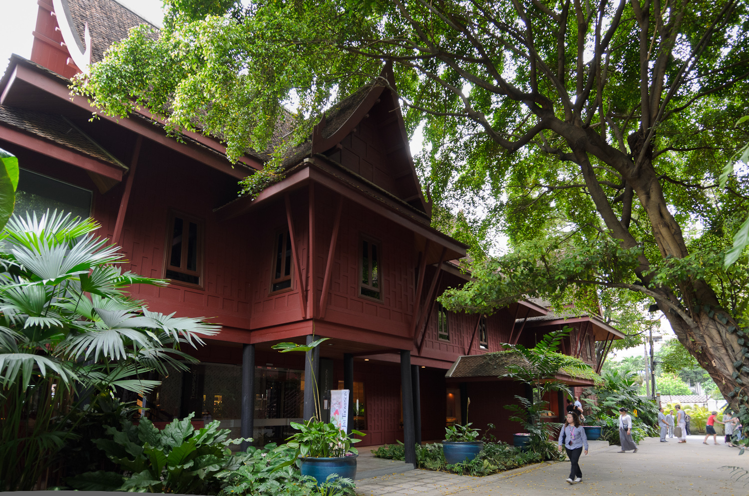 Jim thompson house and suan pakkad palace tour thailand for The thompson house
